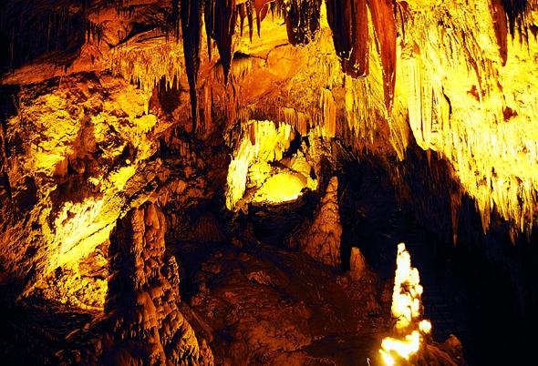 Die Karain Höhle zählt zu den unterirdischen Besonderheiten der Türkei.
