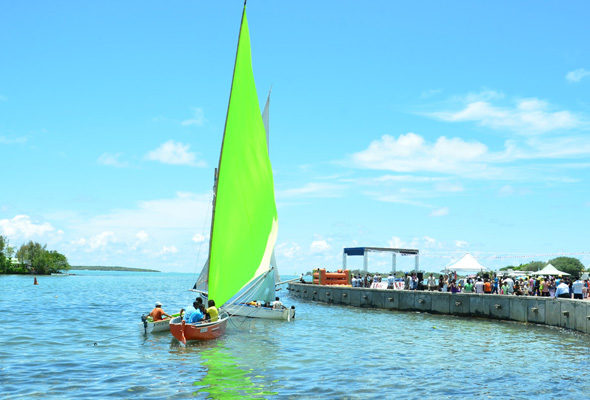 Sportlich geht es bei der Segelregatta in Mahébourg zu. (Fotos Mauritius Tourism Promotion Authority)