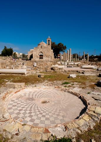 Zu den archäologischen Besonderheiten gehören die prächtigen Mosaike wie hier an Agia Kyriaki Kirche. (Foto Cyprus Tourism Organisation)