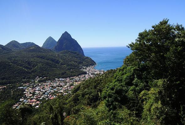 Überraschend grün und von der Sonne verwöhnt ist das Inselreich in den Kleinen Antillen.