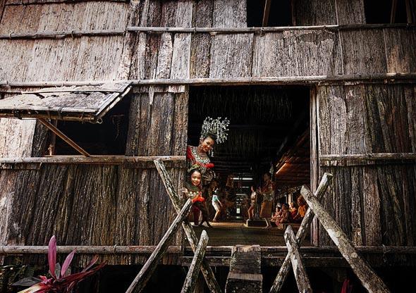 Traditionelle Holzhäuser sind vielerorts auf Borneo zu finden. (Foto Hasselkuss)
