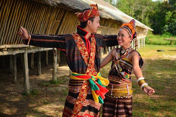 Ein faszinierendes Stück Sabah: das LRungus Longhouse. (Foto Hasselkuss)