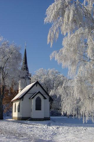 Die kleine Holzkirche in der Oberharzer Gemeinde Elend wirkt im Schnee wie verzaubert. (Foto: M. Leonhardt)