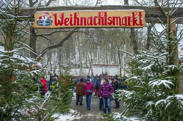 In Rübeland und anderen Harzer Ortschaften werden in der Adventszeit urige Weihnachtsmärkte veranstaltet. (Foto: J. Meusel)