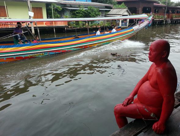 Mit dem Langboot geht es durch das Venedig von Asien. (Foto Karsten-Thilo Raab)