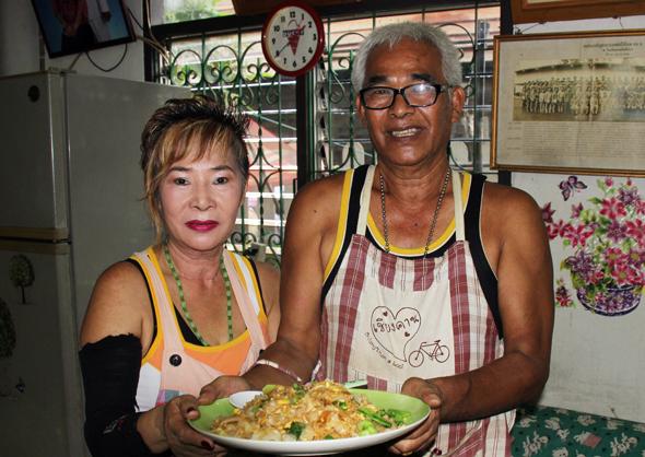 Die Gastgeber im Home-Restaurant Suchin Ead öffnen ihre Türen für Touristen. (Foto Karsten-Thilo Raab)
