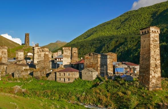 Neben den Wehrtürmen besaßen die Swanen ein System von Wach- und Signaltürmen. Im Ortsteil Tschashaschi der Gemeinde Uschguli ist eines der am besten erhalten gebliebenen historischen Dorfensembles und seit 1996 Teil des UNESCO-Weltkulturerbes. (Foto Jens Jäger)