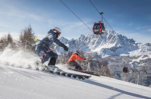Unbegrenzter Pistenspaß im Skigebiet Drei Zinnen. (Foto M. Kottersteger)