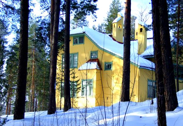 Das gelbe Haus am See: die Art Nouveau Villa Urhola. (Foto Katharina Büttel)