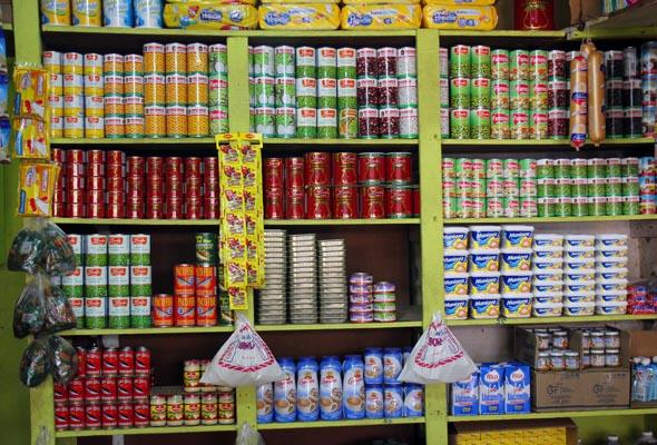 Die Auslagen in den Supermärkten muten etwas ungewohnt an. (Foto Karsten-Thilo Raab)