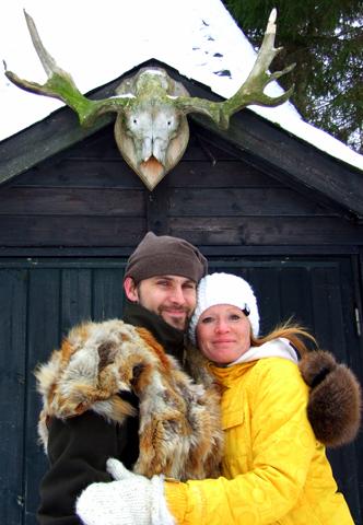 Drinnen im Tippi-Zelt gibt's Met zum Aufwärmen. (Foto Katharina Büttel)