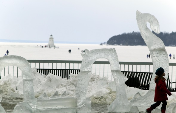 Gefrorenes Neuengland: eine Eisskulptur von Nessie (Foto Vermont Department of Tourism & Marketing)