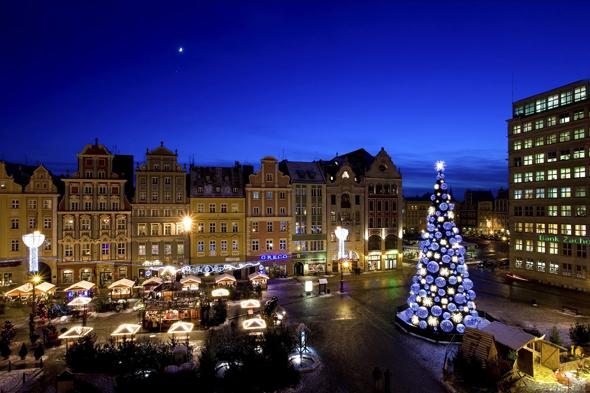 Polen kann sich über zahlreiche stimmungsvolle Weihnachtsmärkte - wie hier in breslau - freuen. (Foto Krzysztof Szymoniak)