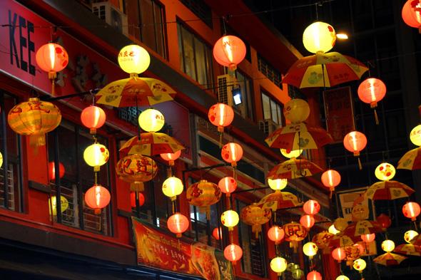 Ein besonderes Erlebnis: der Besuch der Nachtmärkte an der Petaling Street. (Foto Karsten-Thilo Raab)
