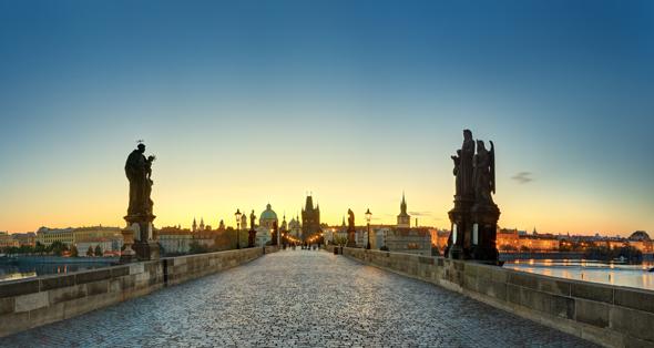 Prachtvoller Brückenschlag in der Hauptstzadt Prag: die Karlsbrücke. (Foto Libor Sviiek)