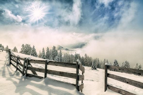 Selbst im Nebel verzaubert die Naturparkregion Reutte mit ihrem winterlichen Charme. (Foto Best of Winter)