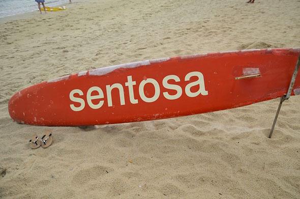 Auf Sentosa lädt auch ein Strand zum Sonnenbaden ein.