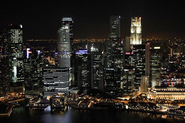 Im Zuge von kostenlosen Stadtrundfahrten lassen sich die Besonderheiten von Singapur im wahrsten Sinne des Wortes erfahren.