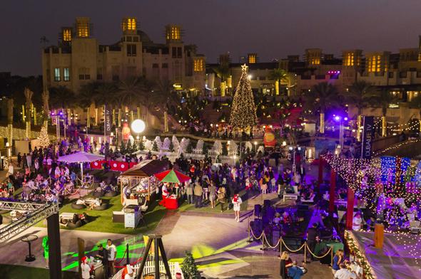 Gerade in der Vorweihnachtszeit legt sich Dubai ein besonders stimmungsvolles Gesicht zu.