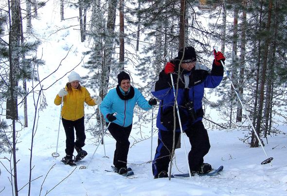 Vergnügen in Weiß heißt Schneeschuhwandern. (Foto Katharina Büttel)