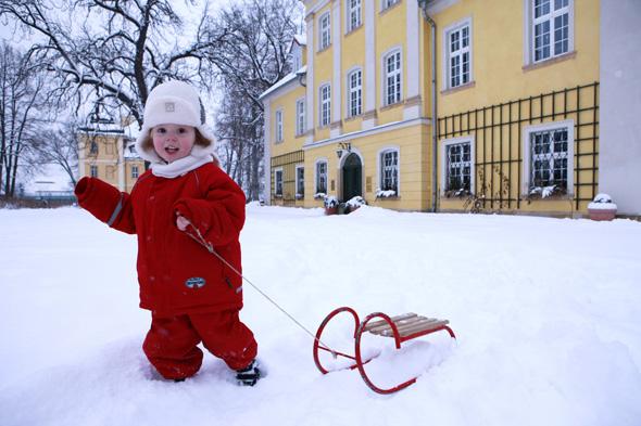 Auch kleine Wintersportler kommen im Hirschberger Tal auf ihre Kosten. (Foto Schloss Lomnitz)