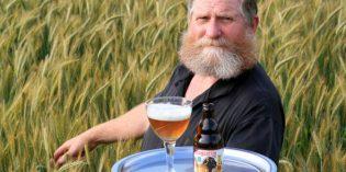 Notizen aus der Welt des Reisens: Blumenschlacht, Bargeld-Nachweis, Ritterschlag fürs Bier