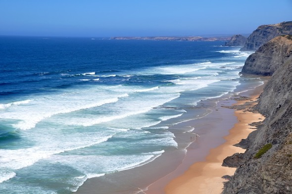 An der Algarev in Portugal laden ganzjährig Traumstrände zum Träumen ein.