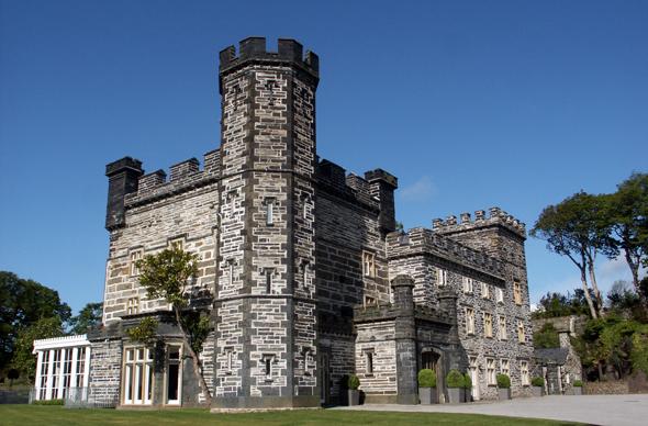 Castell Deudraeth ist einer alten Burg nachempfunden und dient heute als Hotel. (Foto Karsten-Thilo Raab)