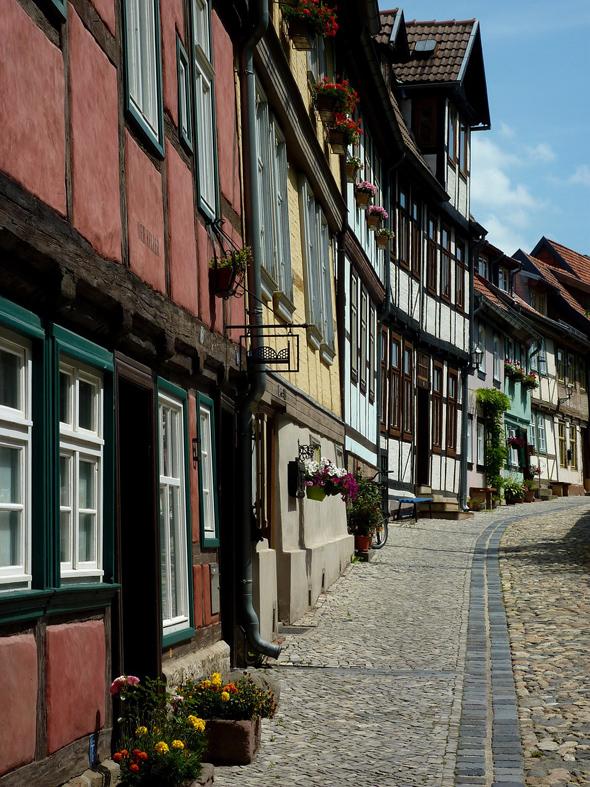 Die Welterbe-Stadt Quedlinburg besticht durch seine prächtigen Fachwerk-Ensemble.