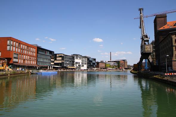 Der Stadthafen in Münster hat sich mit seinem kulturellen und gastronomischen Angebot zu einem beliebten Freizeittreff entwickelt. (Foto Karsten-Thilo Raab)