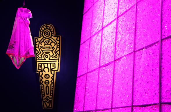 Mit zahlreichen Lichteffekten werden die funkelnde Kristalle in Szene gesetzt. (Foto Karsten-Thilo Raab)