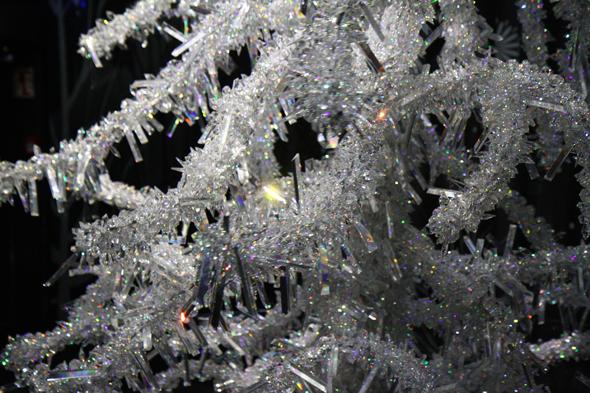 Ein Weihnachtsbaum aus Kristallen. (Foto Karsten-Thilo raab)