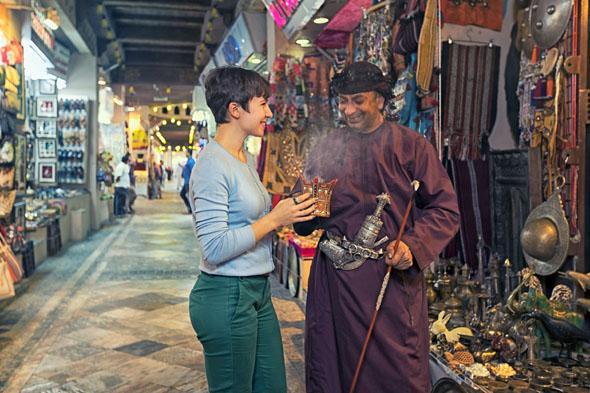 Traditionen, Gerüche und Gewürze prägen die unverwechselbare Kultur des Orients. Der kostbare Weihrauch etwa ist in den Souks in Oman allgegenwärtig.