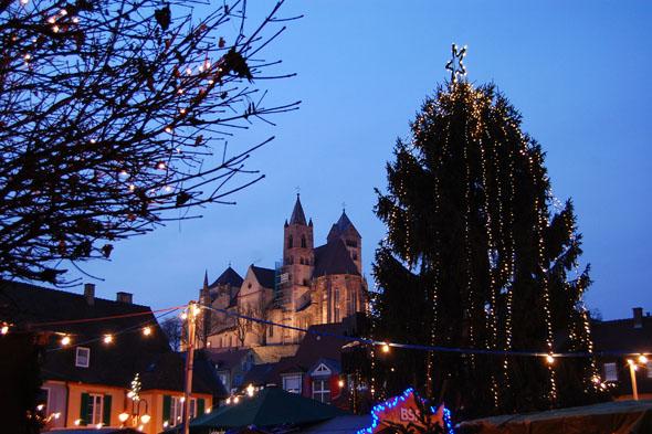 Breisach am Rhein mit seiner historischen Altstadt ist stimmungsvoller Stützpunkt für vorweihnachtliche Erlebnisse im Naturpark Kaiserstuhl.
