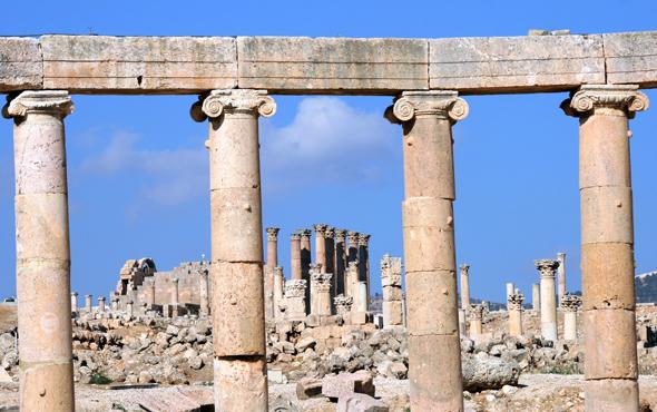 Der Cardo Maximus in Jerash ist von Säulen gesäumt. (Foto Karsten-Thilo Raab)