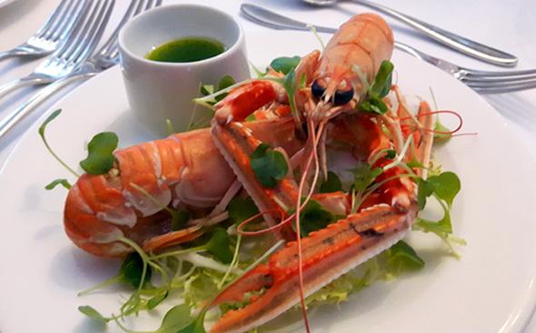 Auch fangfrische Meeresfrüchte und Fischs aus der nahe gelegenen Nordsee stehen auf der Speisekarte. (Foto Karsten-Thilo Raab)