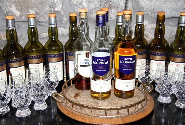 Auch Royal Lochnagar produziert verschiedene Whiskies. (Foto Karsten-Thilo Raab)