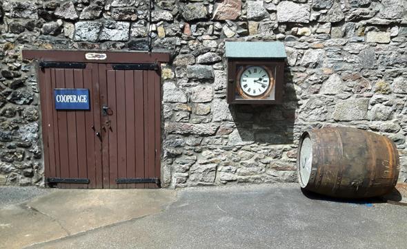 Fast wirkt es so, als sei die Zeit in der Royal Lochnagar Destillerie stehen geblieben. (Foto Karsten-Thilo Raab)