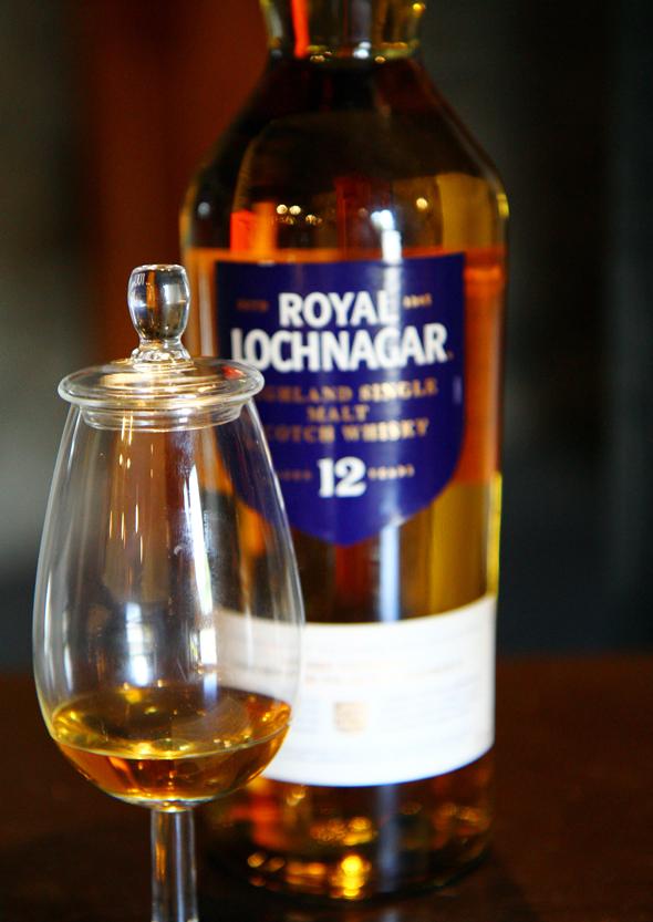 Natürlich hält die Brennerei Whiskies verschiedener Jahrgänge vor. (Foto Karsten-Thilo Raab)