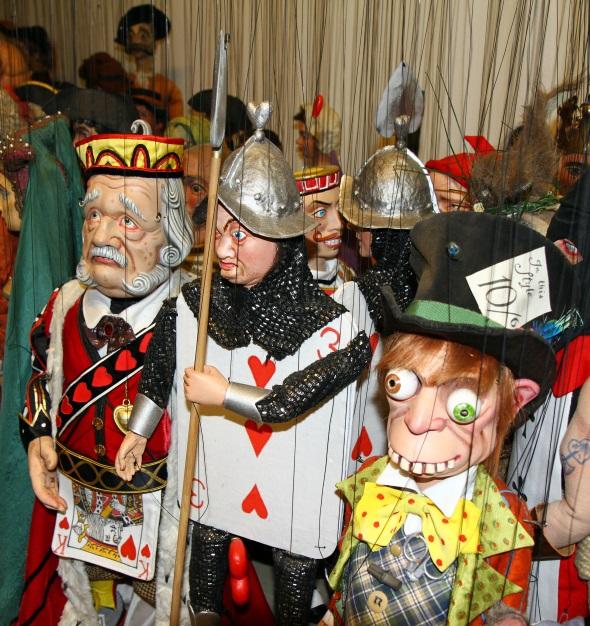 Hunderte Marionetten sind im Salzburger Theater einsatz- und spielbereit. (Foto Karsten-Thilo Raab)