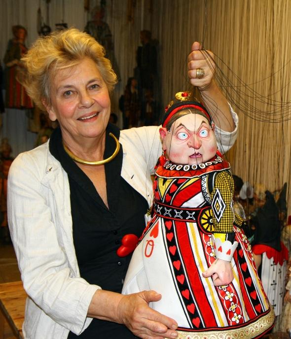 Dr. Barbara Heuberger verkörpert das Marionettentheater mit Leib und Seele. (Foto Karsten-Thilo Raab)