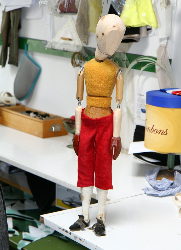 In der Werkstatt kann auch das Werden einer Marionette beobachtet werden. (Foto Karsten-Thilo Raab)