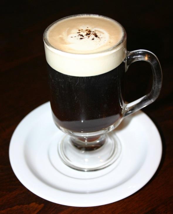 Das Geheimnis des Geschmacks liegt natürlich immer auch im Mischungsverhältnis von Kaffee, Whiskey, Zucker und Sahne. (Foto Karsten-Thilo Raab)