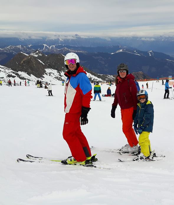 Heli Schneider mit einer kleinen Skigruppe am Kitzsteinhorn. (Foto Karsten-Thilo Raab)