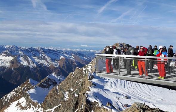 Die An- und Aussichten hoch über dem Gletscher sind faszinierend. (Foto Karsten-Thilo Raab)
