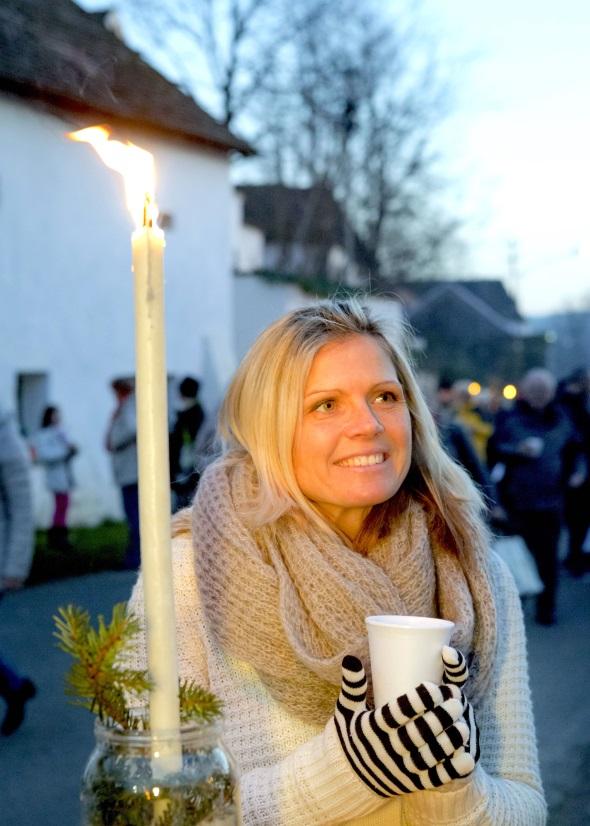 Hausgemachte Spezialitäten locken zum Advent in Europas längste geschlossene Kellergasse im niederösterreichischen Hadres. (Foto Astrid Bartl)