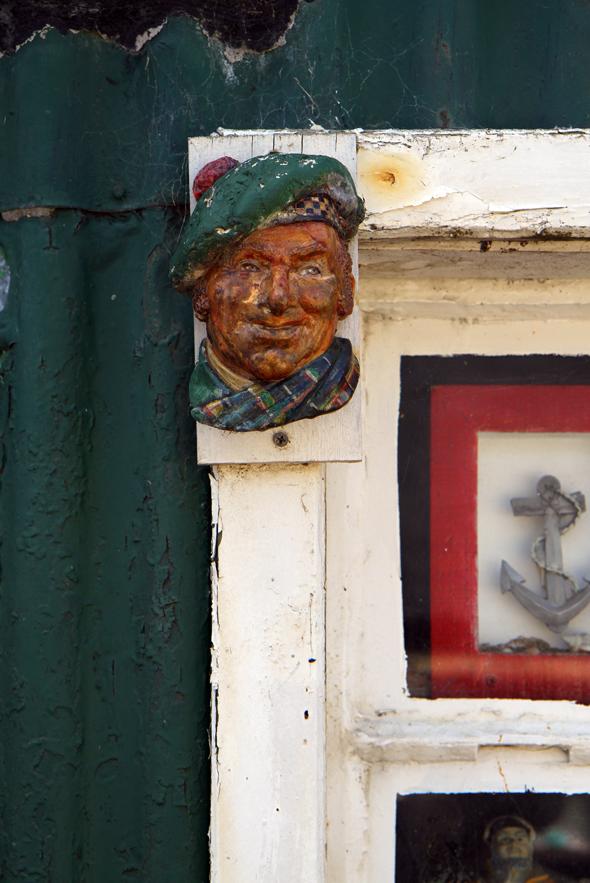 Die Hausbesitzer in Footdee demonstrieren viel Liebe zum Detail, wenn es um die Deko ihrer schmucken Häuser geht. (Foto Karsten-Thilo Raab)