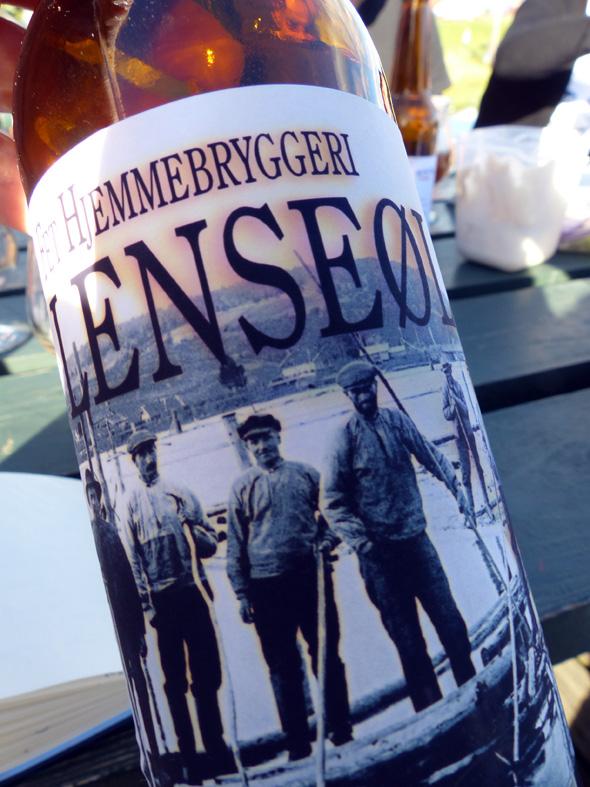 Lenseøl aus der heimischen Mikro-Brauerei von Fetsund (Norwegen). Das Getränk, das Flößer in Fluss und in Stimmung bringt.(Foto Ulla Wolanewitz)