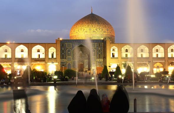 Ein Stück Bilderbuch-Iran: die Sheich Lotfullah Mosche am Imam Platz in Isfaha. (Foto Norrbert Eisele-Hein)