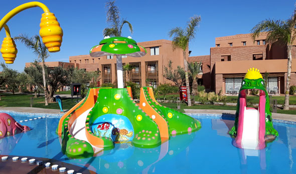 Für die kleinen Gäste gibt es einen separaten Pool mit Wasserspielzeug. (Foto Karsten-Thilo Raab)